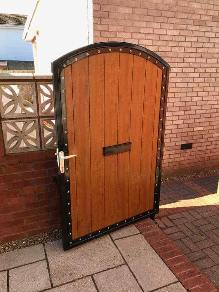 Rear gate in satin powdercoat with security lock and Oak infill